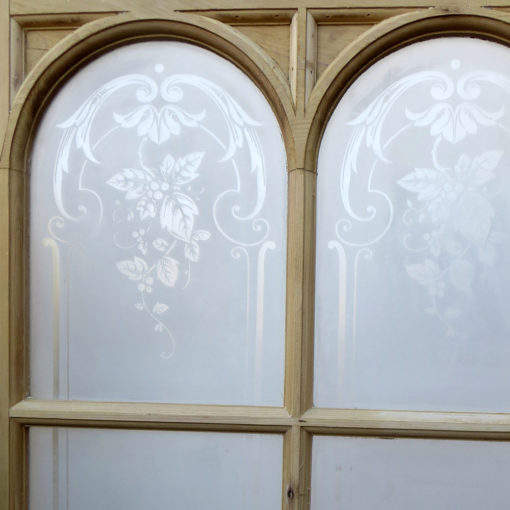 OD005 - Original Arched Etched Glass Door Closeup